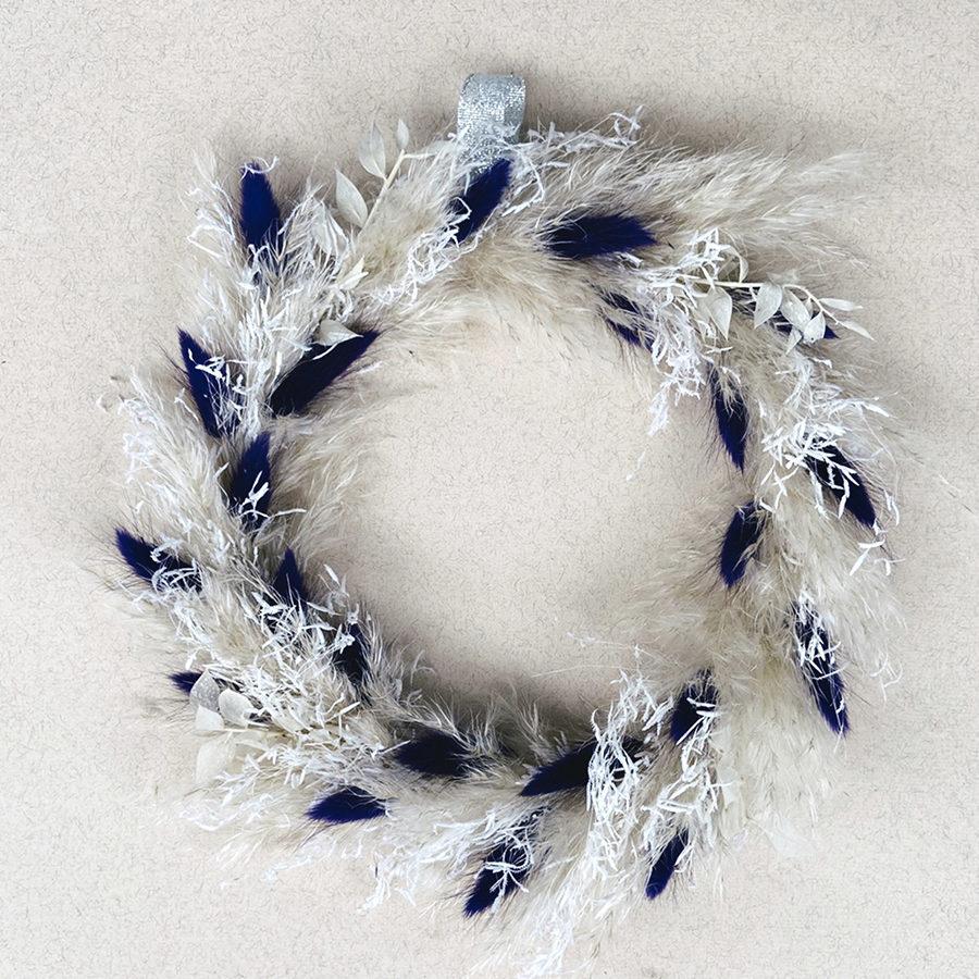 Neige couronne de fleurs séchées